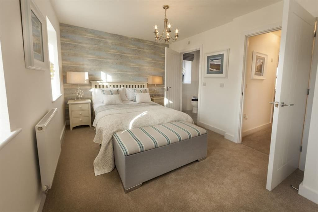 Main bedroom to ensuite
