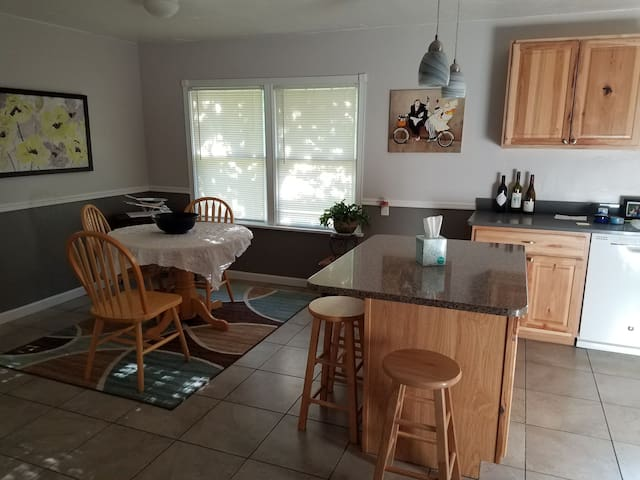 Perfect place to come stay for eclipse. 2 bd/2ba!!