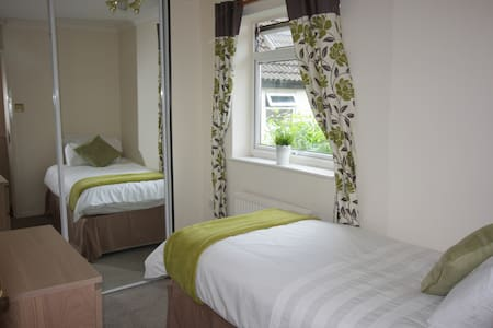 Single Room in a Spacious House - Norwich