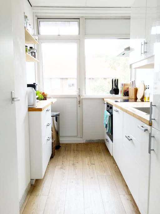 Perfect kitchen for small food preparations or cooking a full meal. Stove, oven, water cooker, coffee machine included.