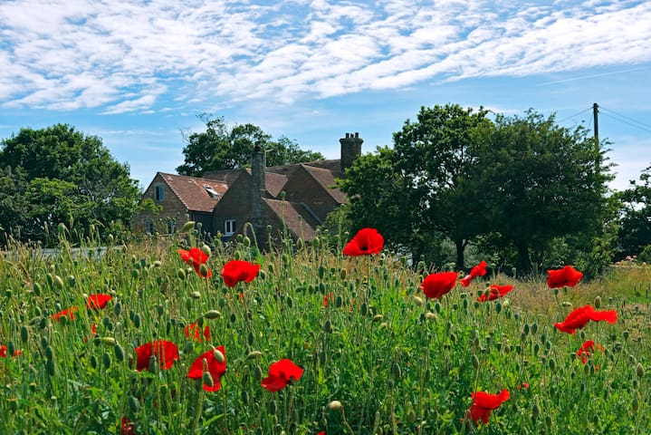 Starnash Farmhouse; Pheasant Room - Upper Dicker - Bed & Breakfast