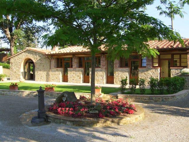 La Fontanella. Two bedroom Tuscan Villa with Pool - Pergo - วิลล่า