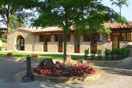 La Fontanella. Two bedroom Tuscan Villa with Pool - Pergo - Villa