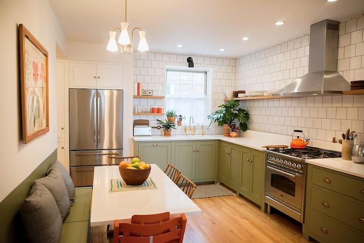 ROOM AND BOARD in sunny, spacious Greenpoint home