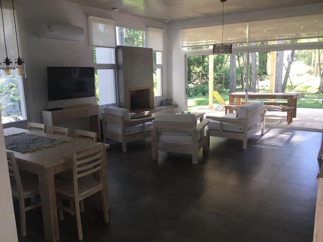 Hermosa casa Minimalista en Solanas Vacation