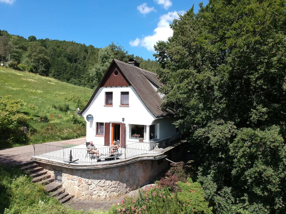 het huis en terras met uitzicht