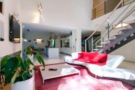 Exclusive villa with pool near popular beach