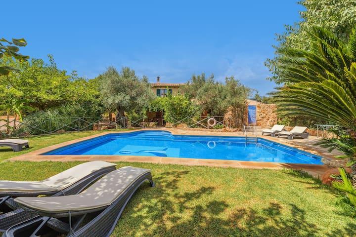 Grande propriété rurale avec piscine, terrasse, jardin, vue sur la montagne et Wi-Fi ; parking disponible