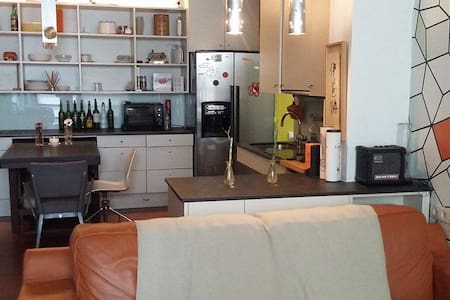 Private Room in El Raval area, very central. - Barcelona - Apartment