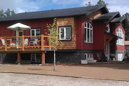 The Red House Bed and Breakfast - Invermere