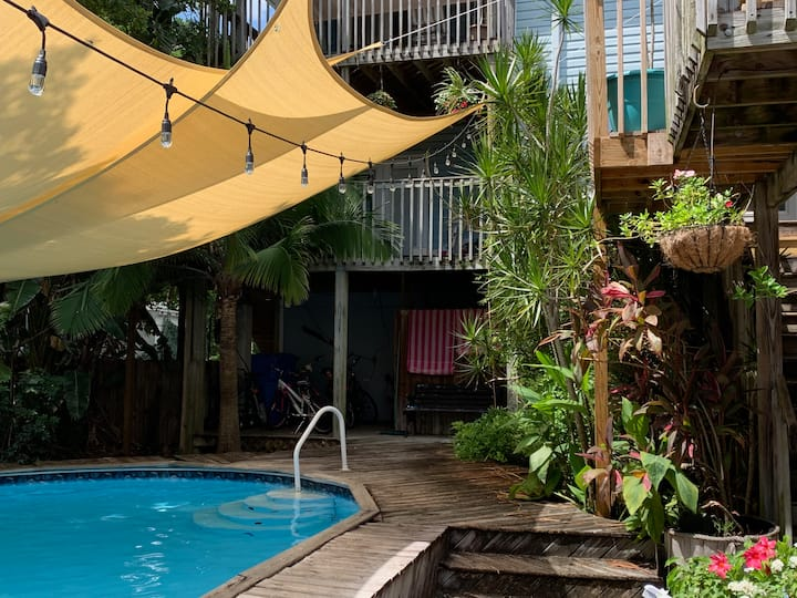TROPICAL FANTASY HIDEAWAY By Beach/Downtwn St Pete