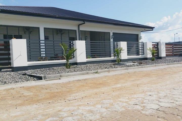 48ANDSUNNY, stijlvolle tropische villa met zwembad
