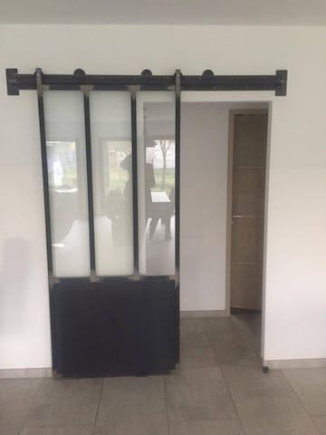 Indépendance chambre et salle de bain. - Unias