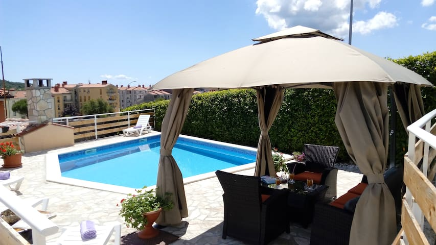 Nice big apartment with pool Labin - Labin - Daire