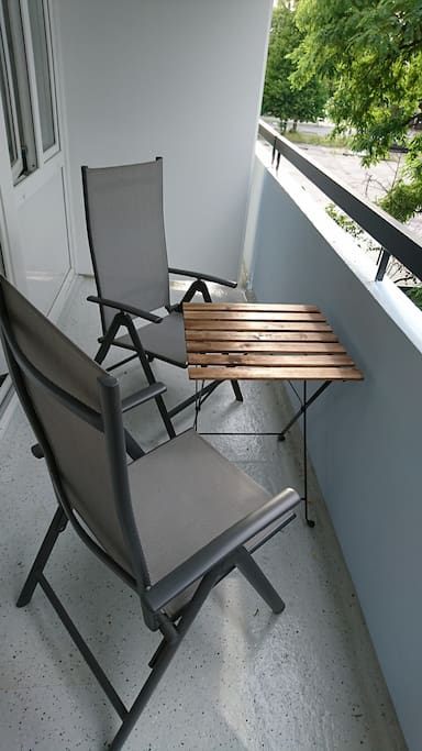Balcony with 2 chairs and a garden table
