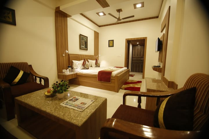 Private Ac room, 500 mtrs from Krishna Janambhumi