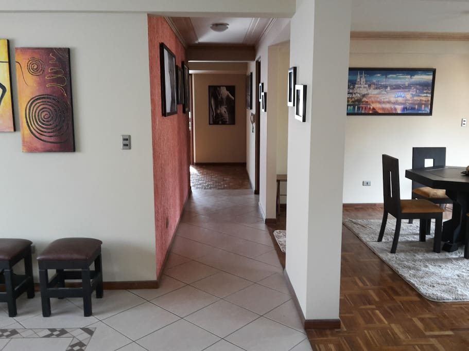 Entrance to the apartment/Entrada al departamento/Wohnungseingang