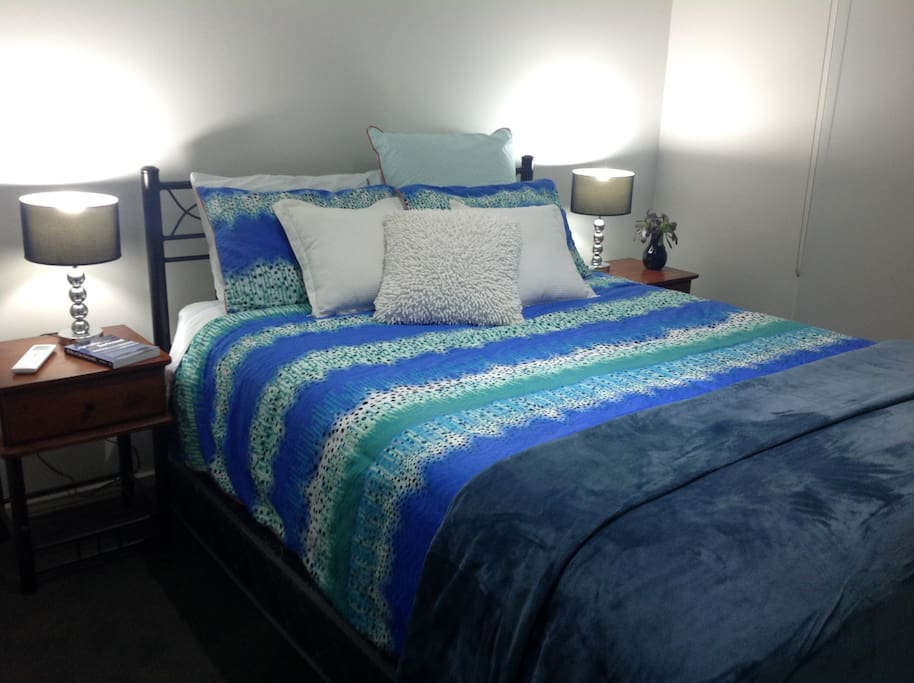 Bedroom 1: Super comfy pillow top queen mattress