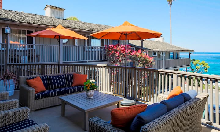 Scripps Inn, Hear the ocean from your king room