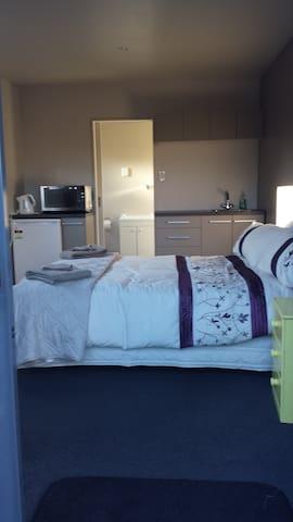 Sensational Sleep-out - Christchurch - Appartement