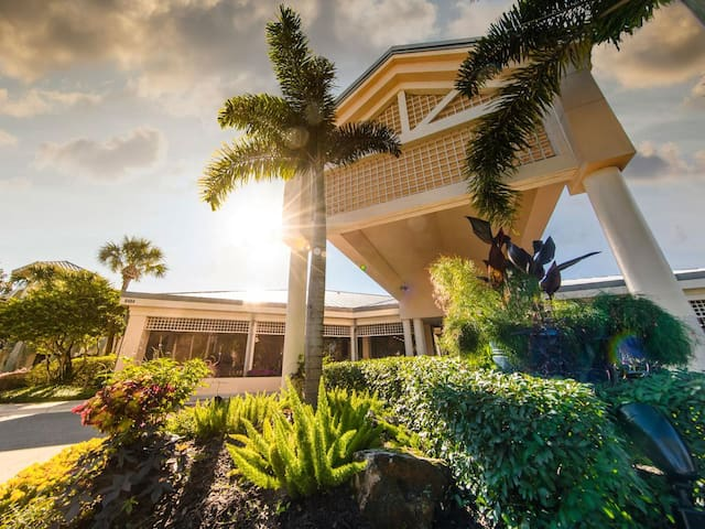 2 Bd (Email hidden by Airbnb) Royal Palms - w/20% off