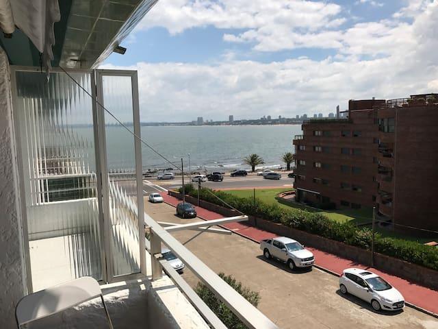 Muy lindo apartamento con terraza y vista al mar!