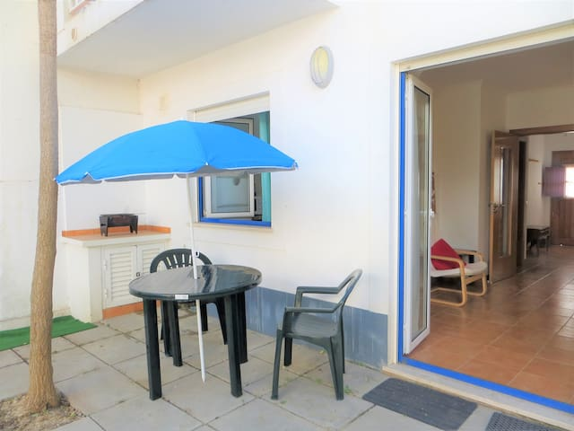 Central apartment, nice pateo, 5 min to the beach