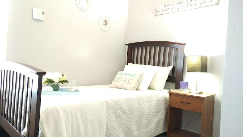 The best-priced room in Woostah!