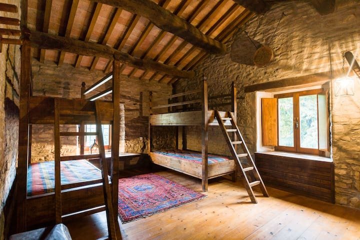 Medieval experience the Wayfarer's Quadruple Room - Marradi - Гестхаус