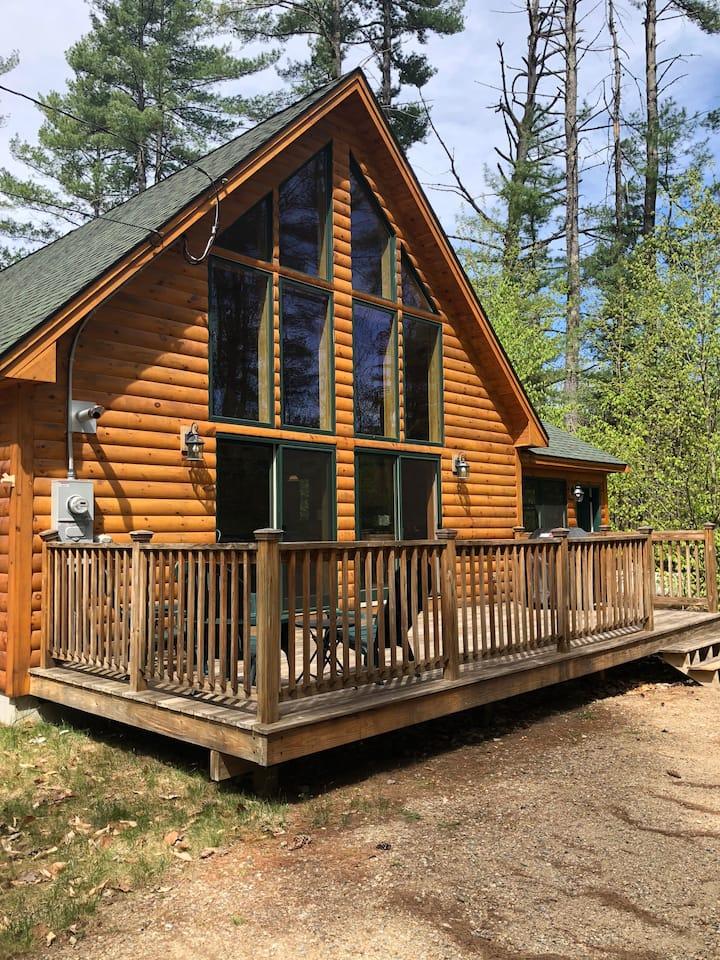 Spacious, beautiful 4BR Log Cabin near StoryLand
