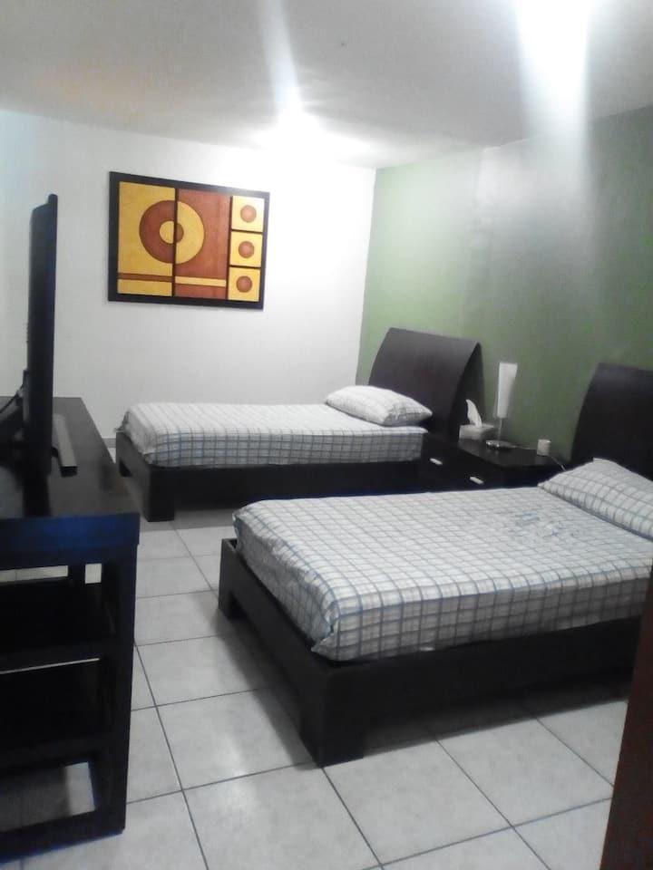 Rentó habitación amplia y cómoda y bien ubicada