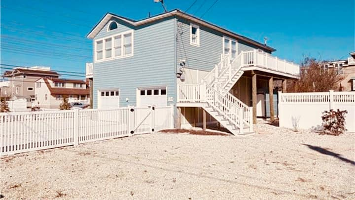Immaculate 4BR/2BA Pet friendly oceanside home!