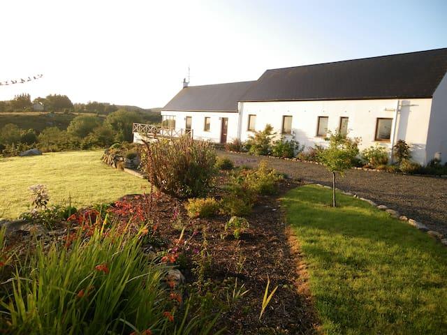 Mayo, Cosy Countryside Retreat
