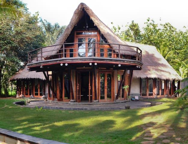 Bamboo Eco Villa near Green School