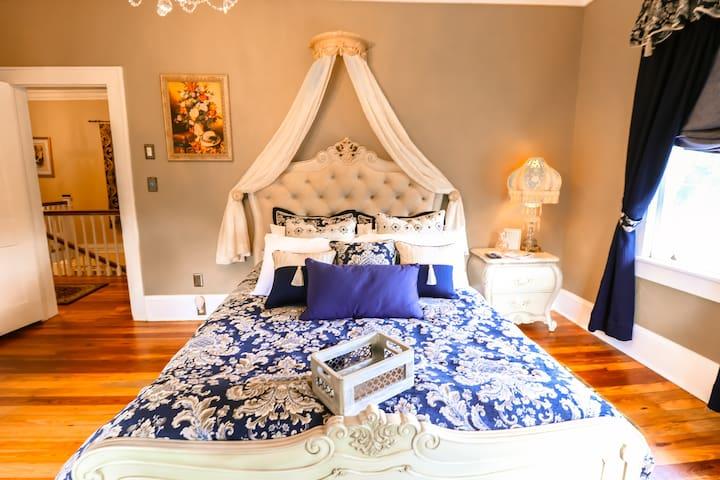 Sparkman House Luxury B&B - Caravelle Room