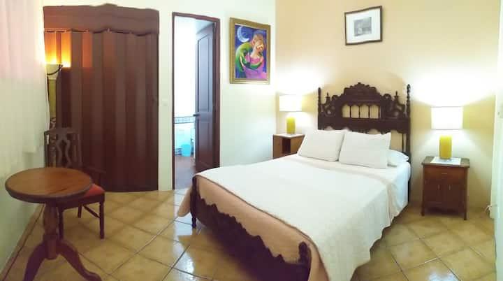 Casa Colonial habitación cómoda y elegante .