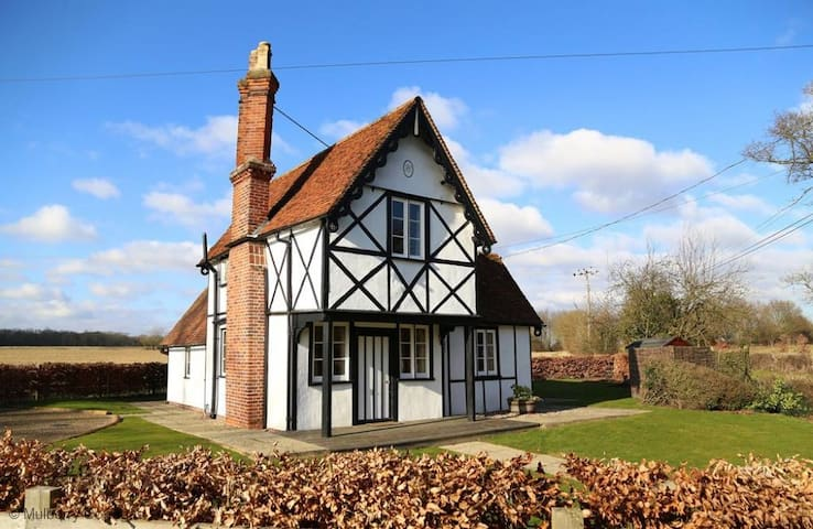 North Lodge 4 Star Gold Charming Rural Cottage - Essex - Casa