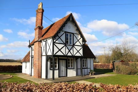 North Lodge 4 Star Gold Charming Rural Cottage - Essex