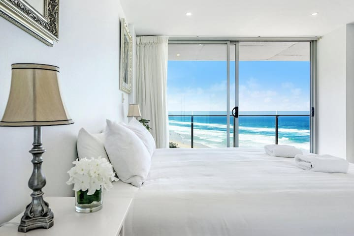 Absolute Beachfront Central Surfers Paradise