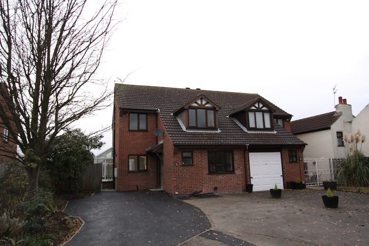 Trent side 2 bed House with field & river views
