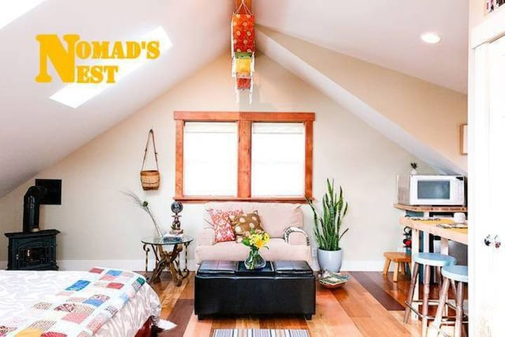 Nomad's Nest(ht tub+walk dwtn) - Bellingham - House