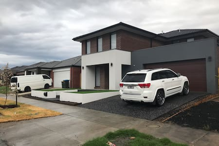 3 avail bedrooms in brand new home! - Point Cook - Hus