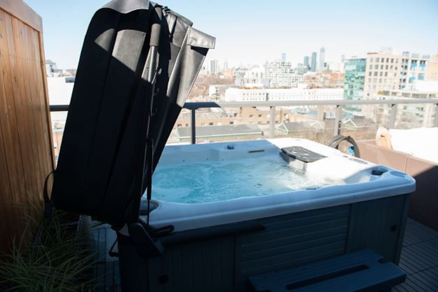 KING WEST EXECUTIVE PENTHOUSE WITH PRIVATE HOT TUB - Condominiums ...