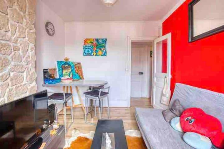 Your cosy & relaxing room :) ->  50 m Metro 1