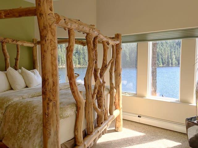Wake up on a lake in Alaska