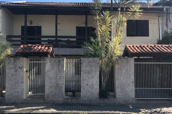 Casa confortável  e privada    - Vila Germânica