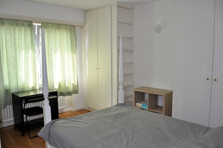 Private cosy room in the city center (1)