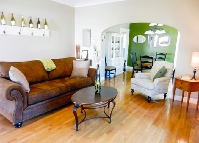 Wine Country Farmhouse-Downtown Winter Mid-Wk $150