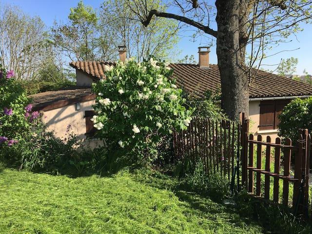 Lyon Métropole hébergement 4 personnes - Saint-Genis-les-Ollières - Andere
