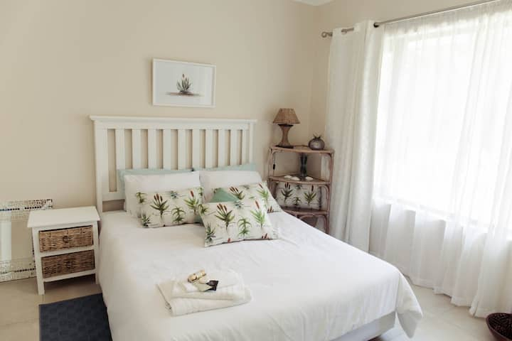 Aloe Room - The Garden Guest House in East London